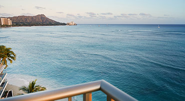 Club Oceanfront Suite - Outrigger Reef Waikiki Beach Resort